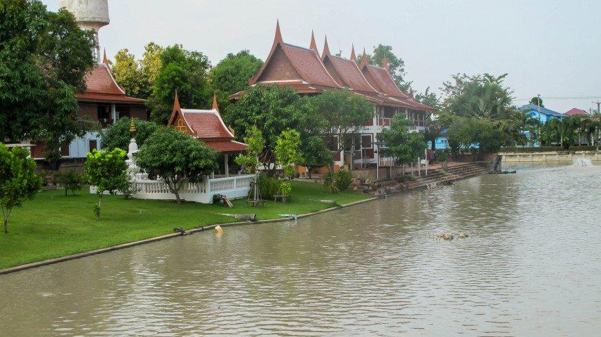 В Таиланде кремировали тело серийного убийцы, призраком которого 60 лет пугали детей