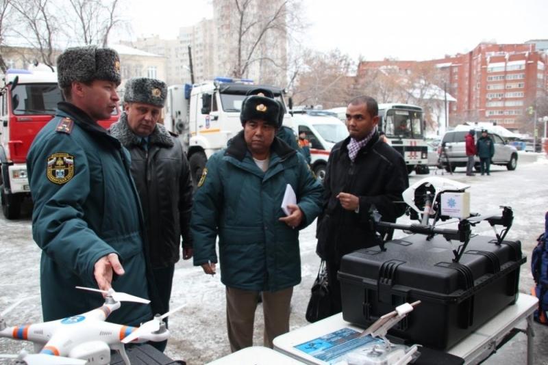 Генерала из Камбоджи одели в бушлат и шапку в Новосибирске