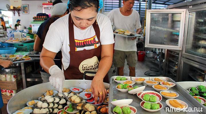 """Пхукет сегодня. Русский бизнес в Тайланде, суп с """"пельменями"""" в МК, суета на пляже Ката. Влог 2021"""