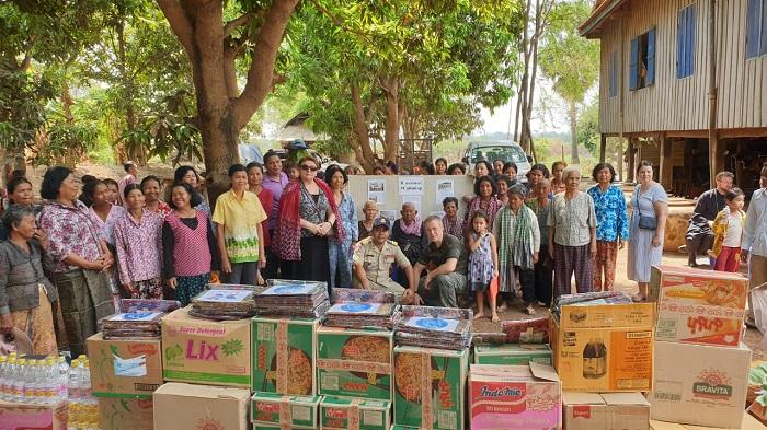 Благотворительную акцию в честь Дня Победы провели соотечественники в Камбодже