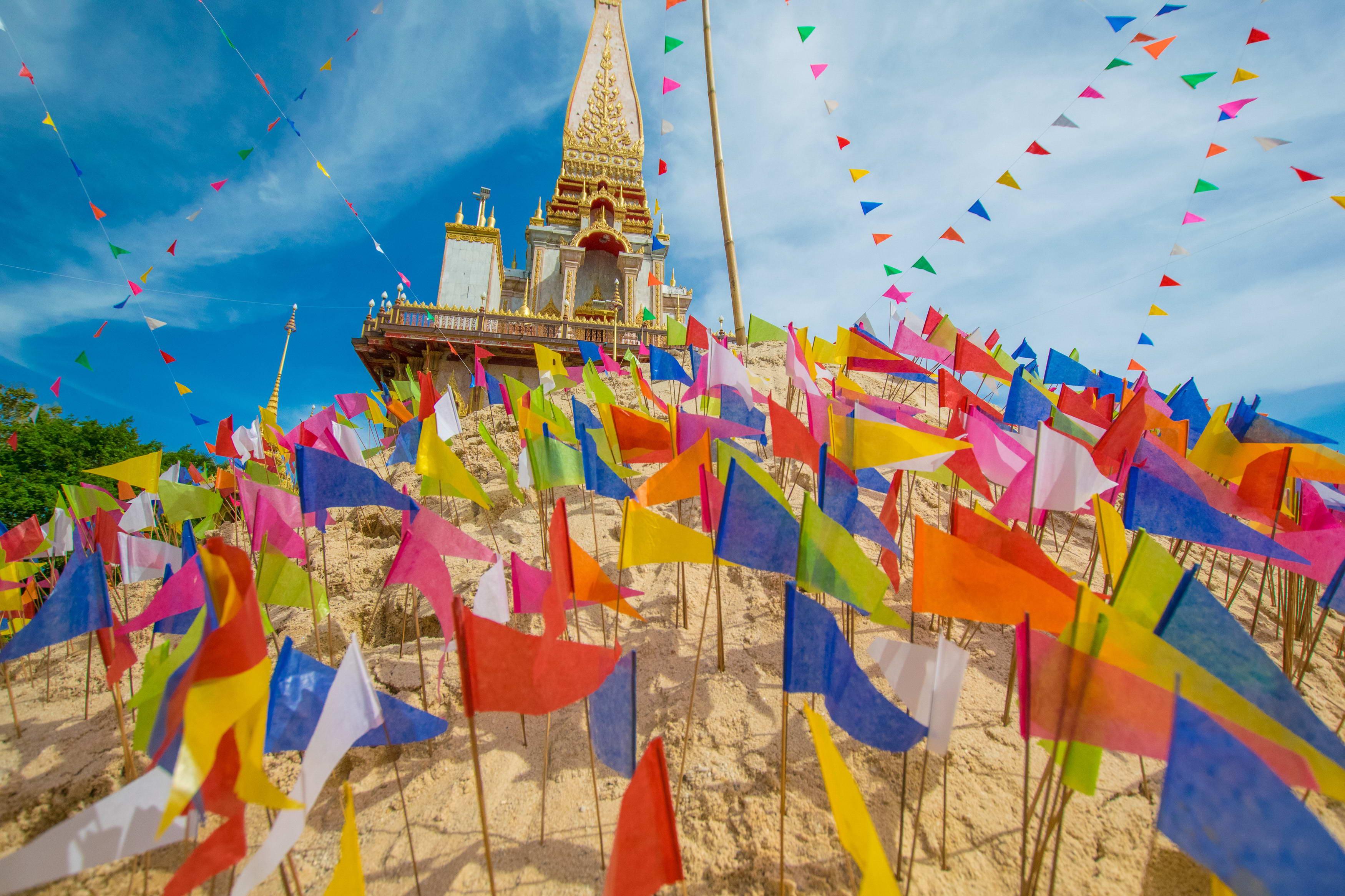 У храма Wat Chalong на Пхукете проходит ежегодная ярмарка