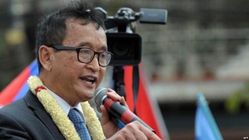 В Камбодже лидер оппозиции заочно приговорен к пяти годам