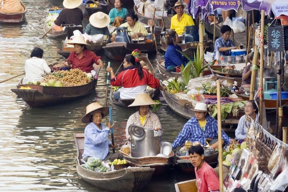 Власти Таиланда подарили малоимущим по 15 долларов к Новому году