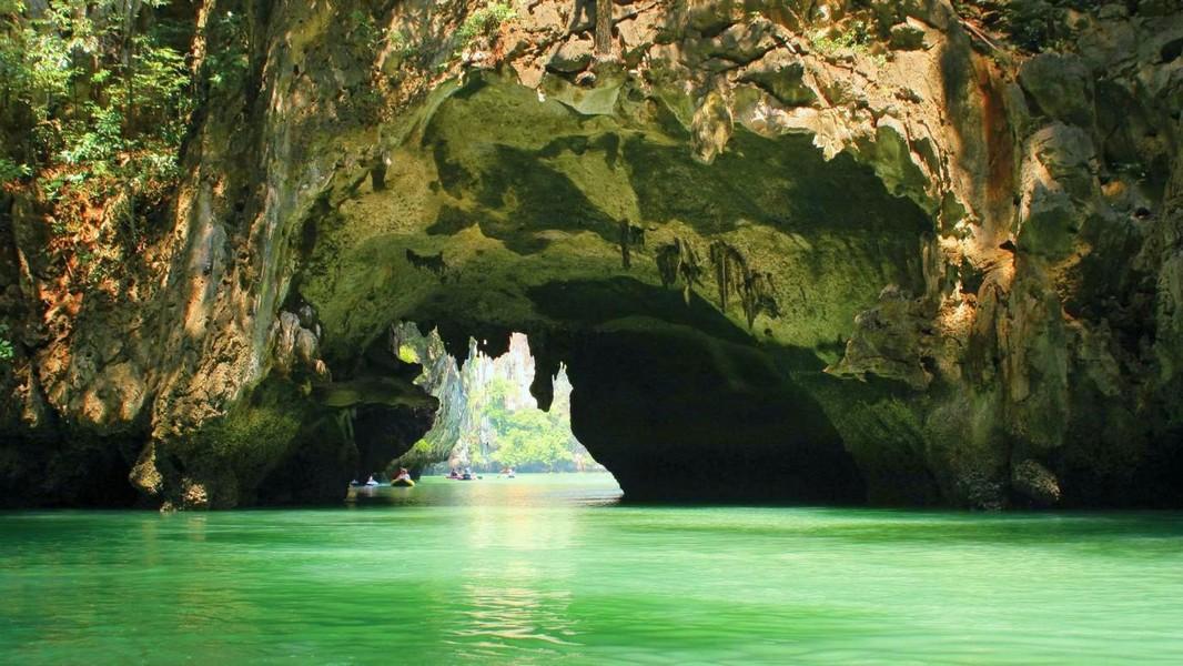 В одной из пещер Краби обнаружили детали для изготовления бомб