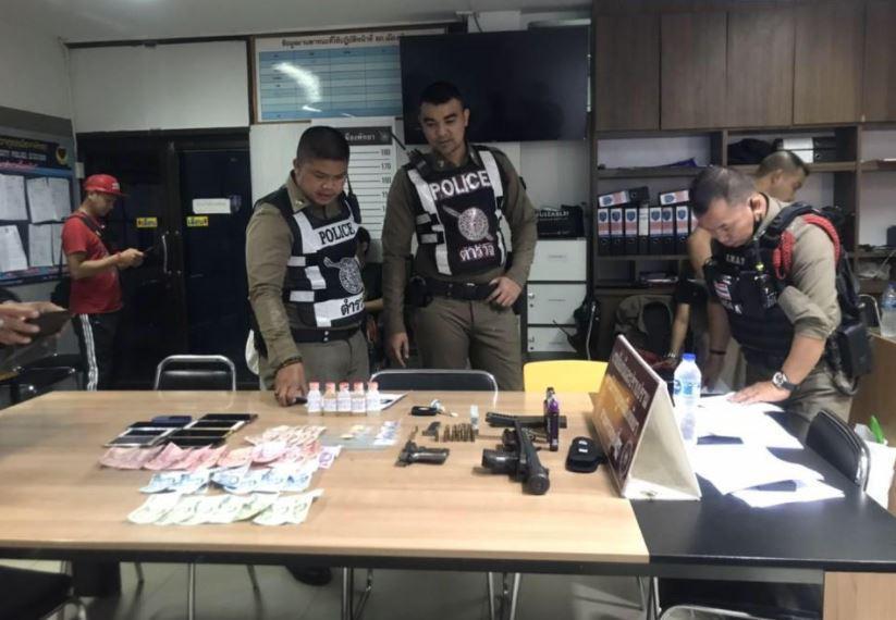 На контрольно-пропускном пункте Паттайи арестованы пятеро с огнестрельным оружием и наркотиками