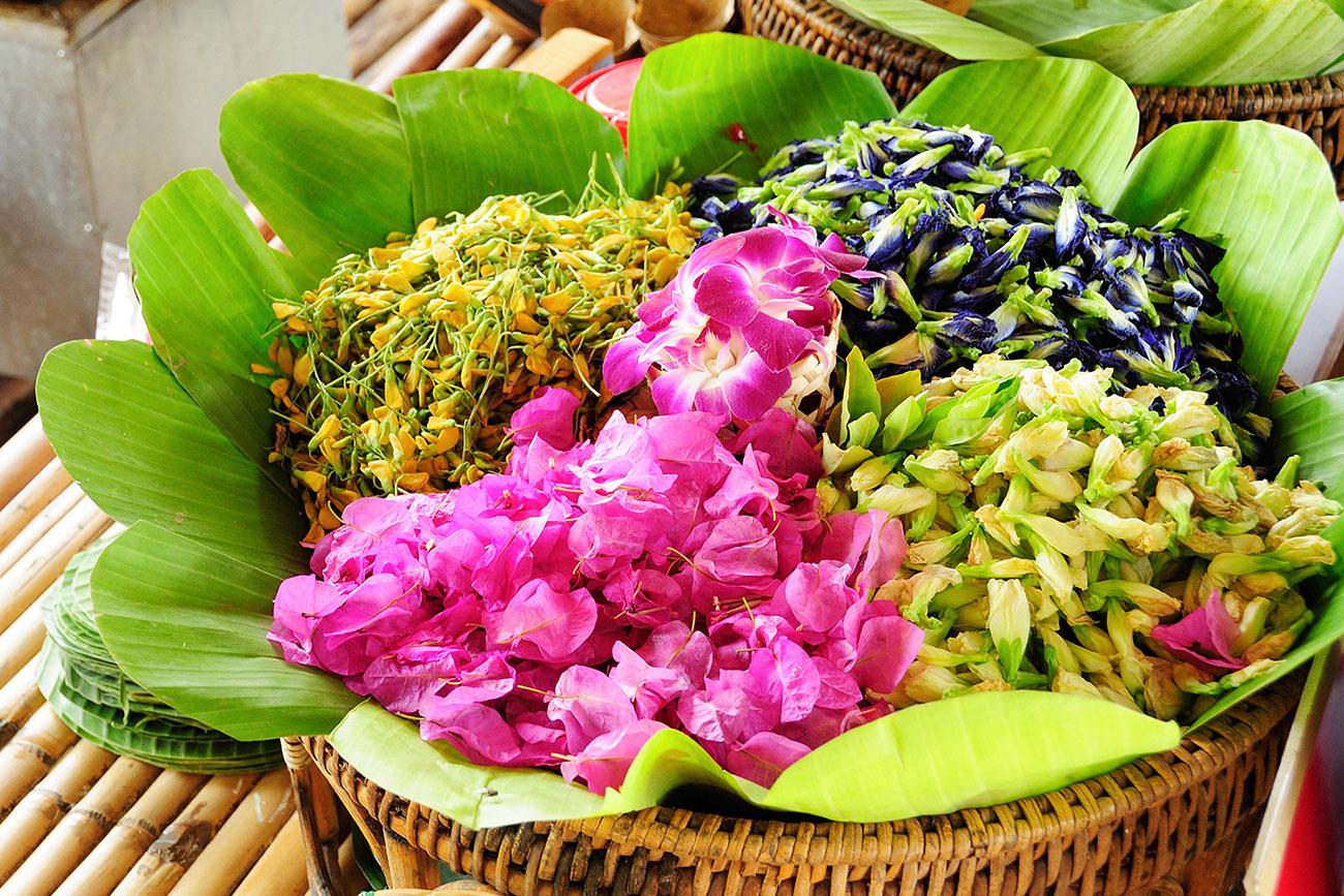 Кухня Тая и цветы