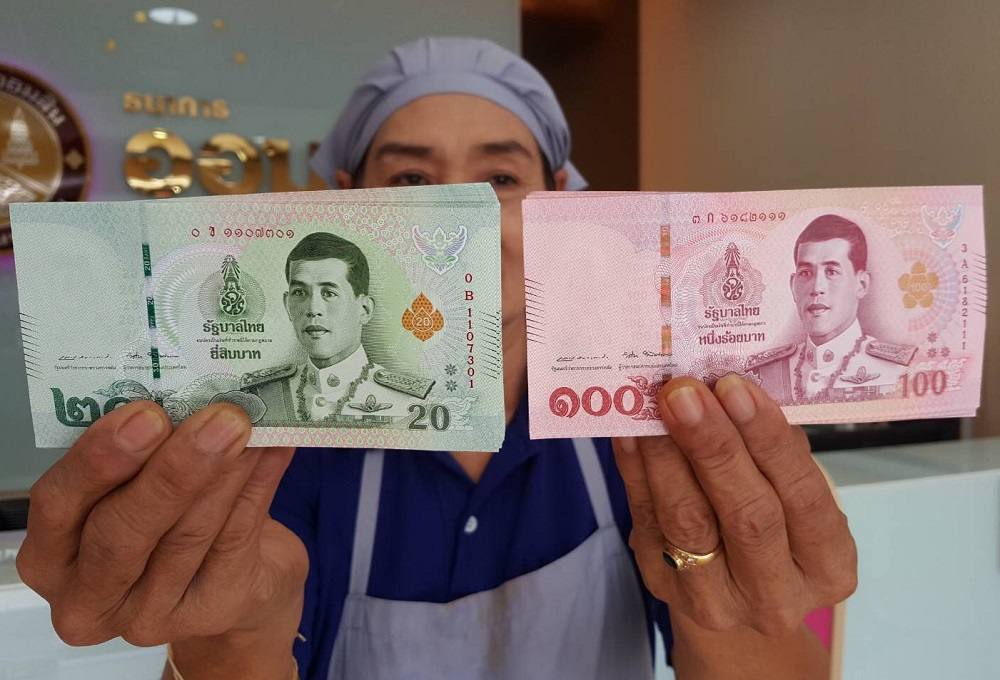 Таиланд проводит дезинфекцию монет и банкнот