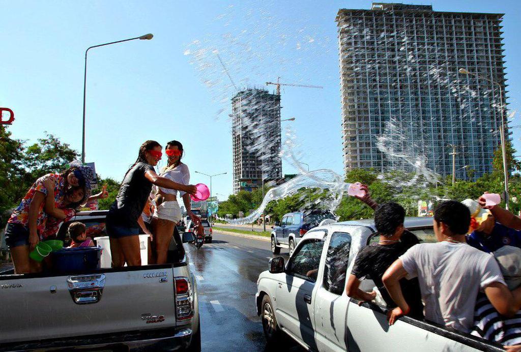 Правительство Таиланда рассматривает вопрос о продлении праздников Сонгкран