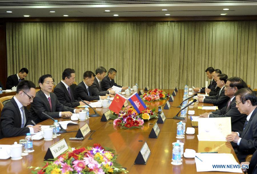Министр общественной безопасности КНР Чжао Кэчжи провел переговоры с главой МВД Камбоджи Со Кхенгом