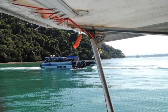 11 китайских туристов получили травмы в результате столкновения яхты с танкером в акватории Пхукета в Таиланде