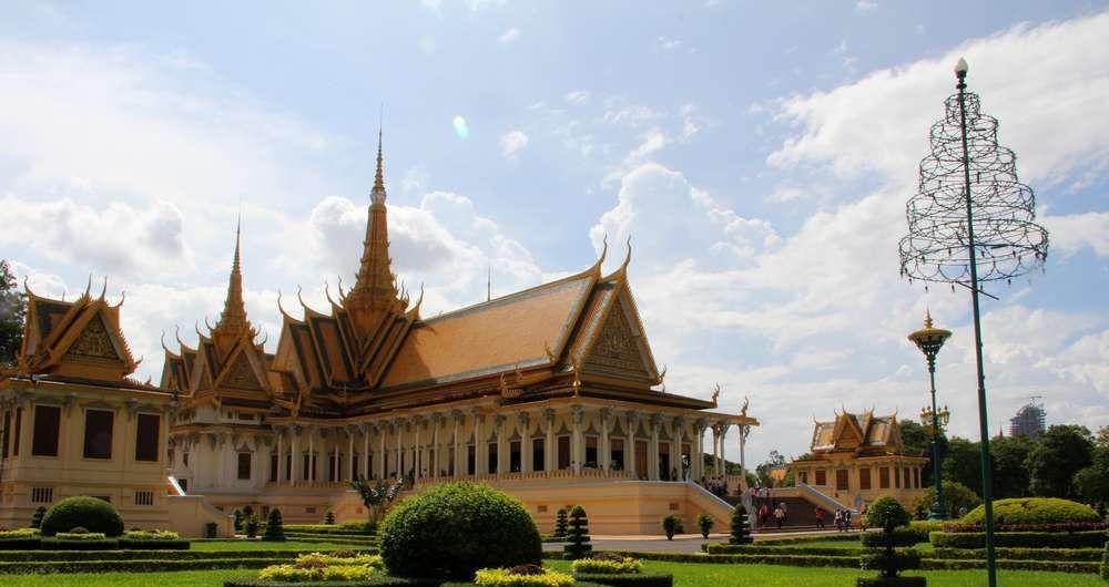 Королевский дворец в Пномпене (Камбоджа) — главная достопримечательность города
