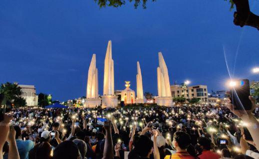 На корню: в Бангкоке призвали переписать Конституцию и распустить парламент