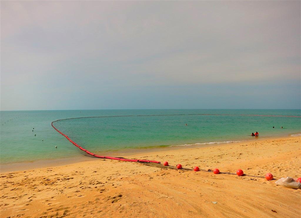 На пляжах Самуи установлены защитные сети от медуз