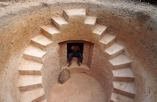 Строитель припомощи первобытных инструментов построил подземный домсбассейном вКамбодже