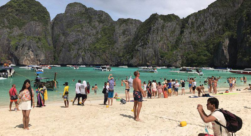 До июня 2018 пляж Майя Бэй на острове Пхи-Пхи открыт для посещений без каких-либо ограничений