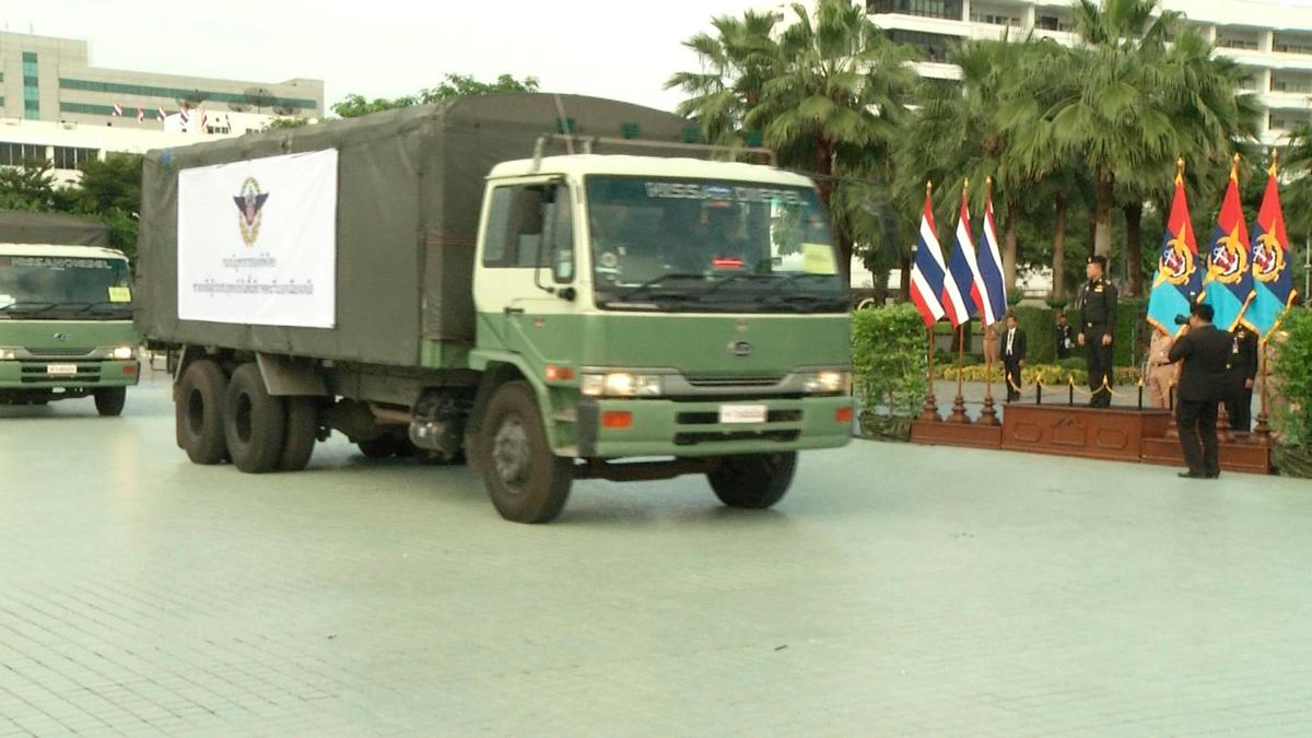Главный штаб Армии Таиланда направил караван с гуманитарной помощью пострадавшим от наводнения