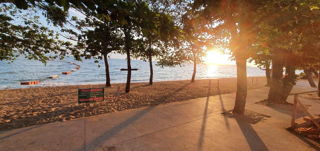 Мэр Паттайи и другие чиновники осматривают пляжи города