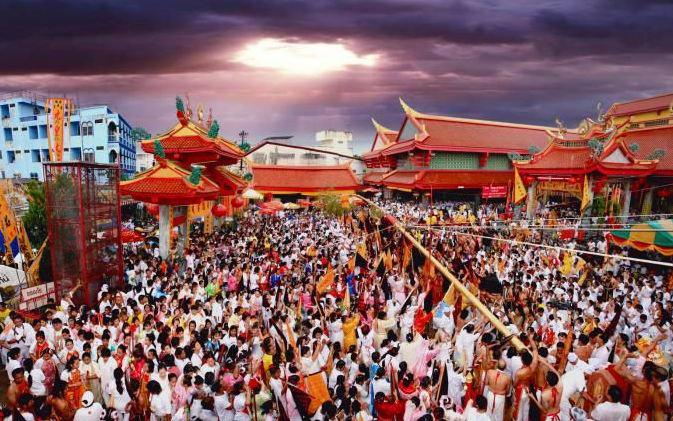 """Вегетарианский фестиваль Пхукета """"не для слабонервных"""" ожидает огромного наплыва китайских туристов"""