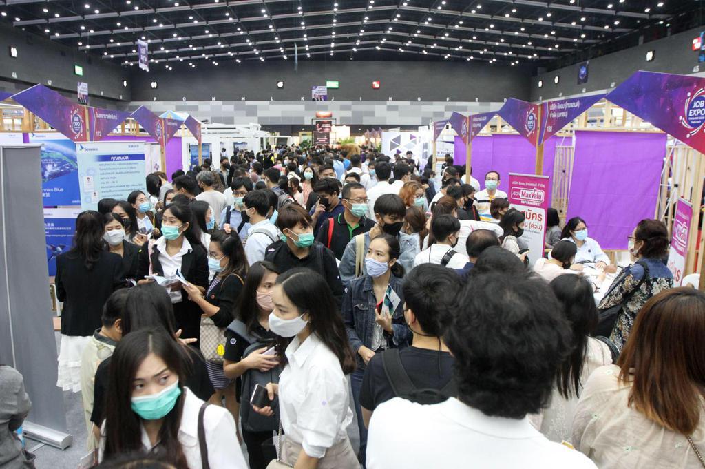 """Таиланд борется с безработицей с помощью выставки """"миллион рабочих мест"""""""