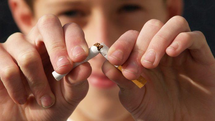 Курение в домашних условиях будет считаться «насилием в семье»