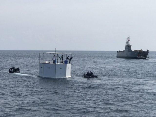 Военные корабли снесли незаконную конструкцию у берегов Пхукета