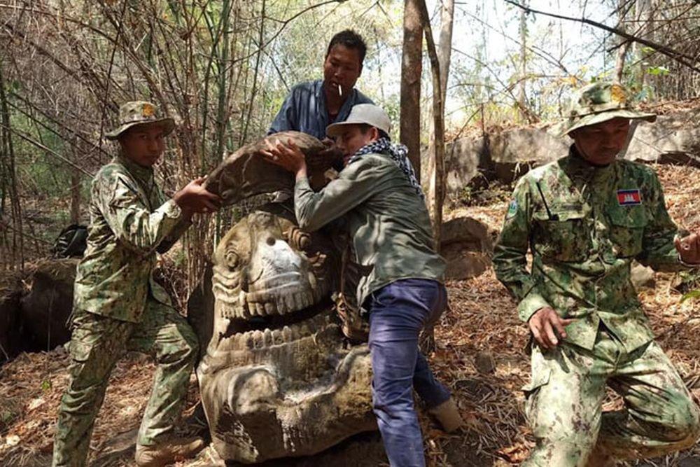 В Камбодже найдена 1500-летняя статуя невиданного бога