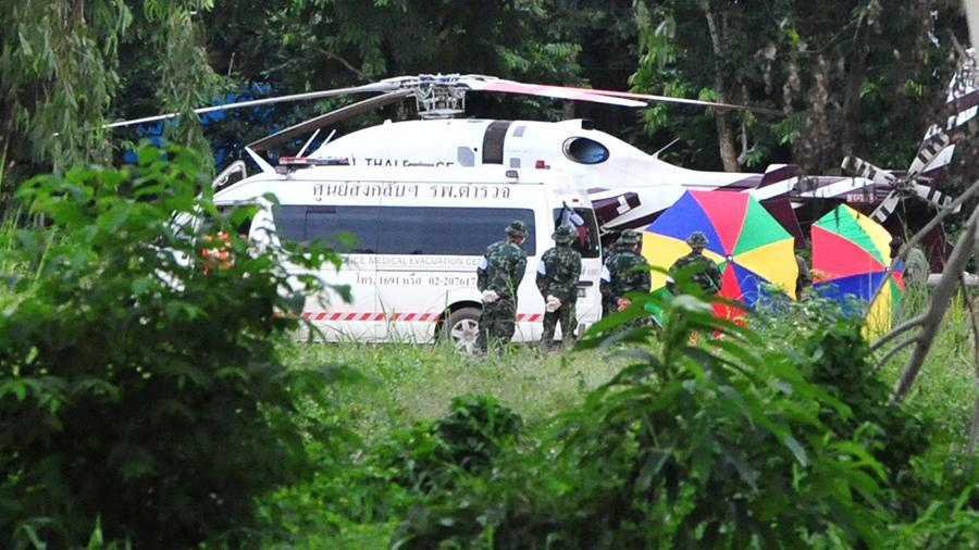 Родственники застрявших в тайской пещере подростков раскрыли секрет их выживания