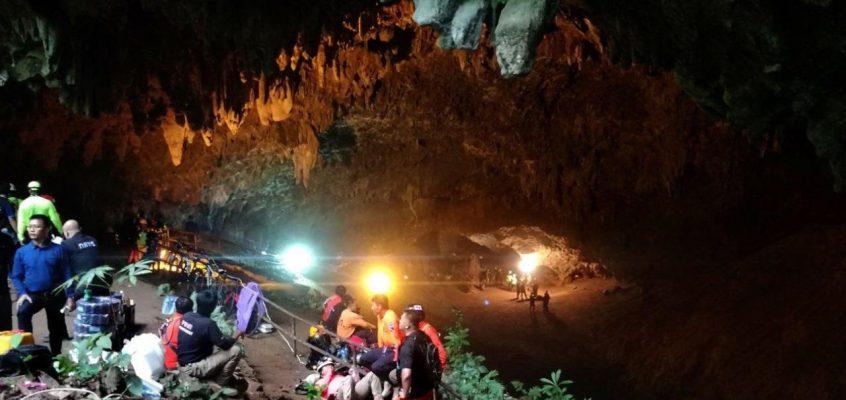 В Таиланде сегодня продолжат операцию по спасению детей из заблокированной пещеры