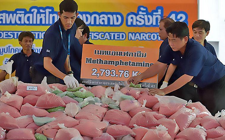 """600 тысяч таблеток """"радужной смерти"""" изъяли у наркокурьера в Таиланде"""