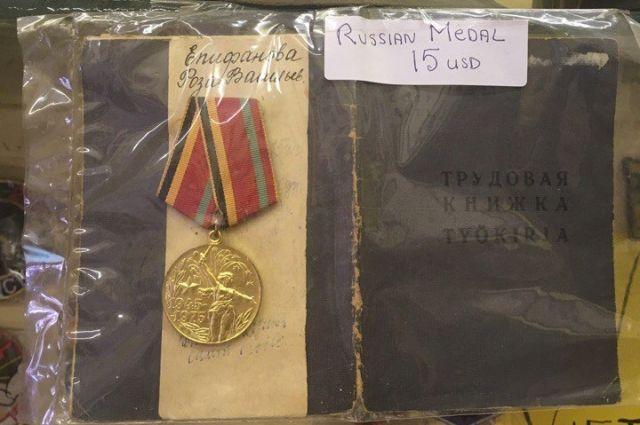 Общественники выкупили карельские медали, которыми торгуют в Камбодже