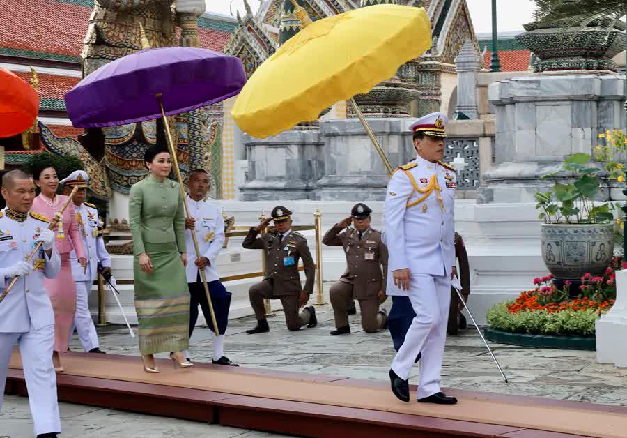 Королевская церемония о перемене одеяний Изумрудного Будды