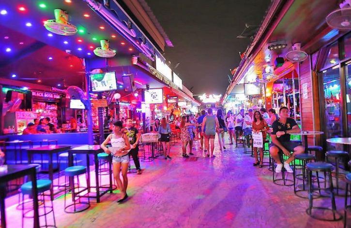 Бары и клубы Таиланда могут начать работать до 4 часов утра
