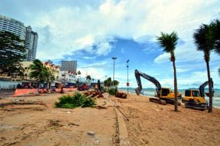 Предприниматели Паттайи недовольны, что капремонт пляжа Джомтьен дошел до Донгтана