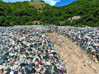 """Власти Паттайи признали """"мусорный кризис"""" на Ко-Лане"""