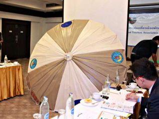 Паттайя ищет спонсоров на пляжные зонты и шезлонги