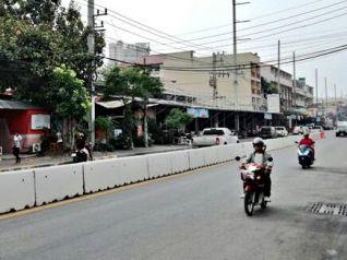 На Южной улице Паттайи поставили бетонные блоки