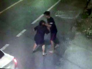 Водитель пикапа избил пожилую учительницу после мелкого ДТП