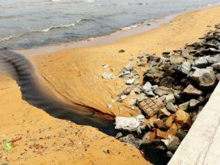 Пляж Джомтьен стал зоной стихийного бедствия - туристы спасаются бегством