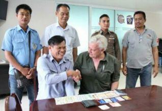 В Паттайе водитель сонгтэо вернул американскому туристу кошелек с 50'000 бат