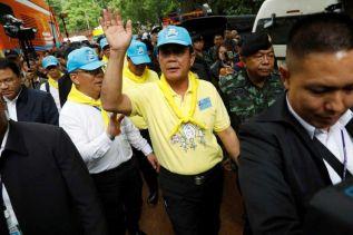 Премьер Прают посетил пещеру в Чанг-Рае, где пропали 12 школьников и их тренер
