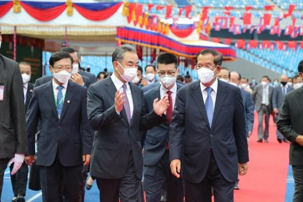 Китай торжественно передал Камбодже стадион в Пномпене