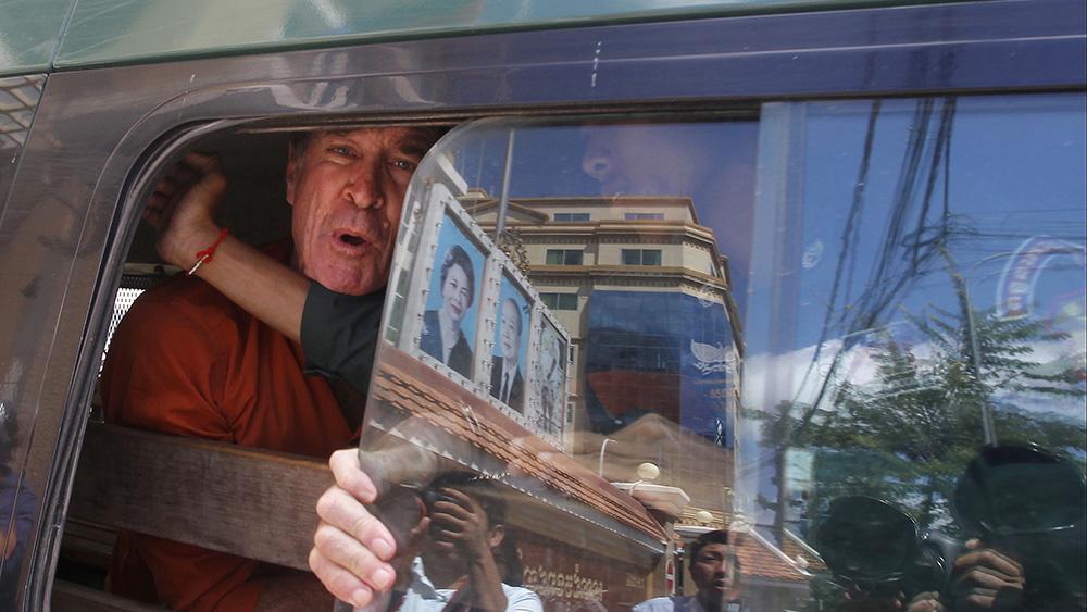 В Камбодже помиловали австралийского режиссера, осужденного за шпионаж