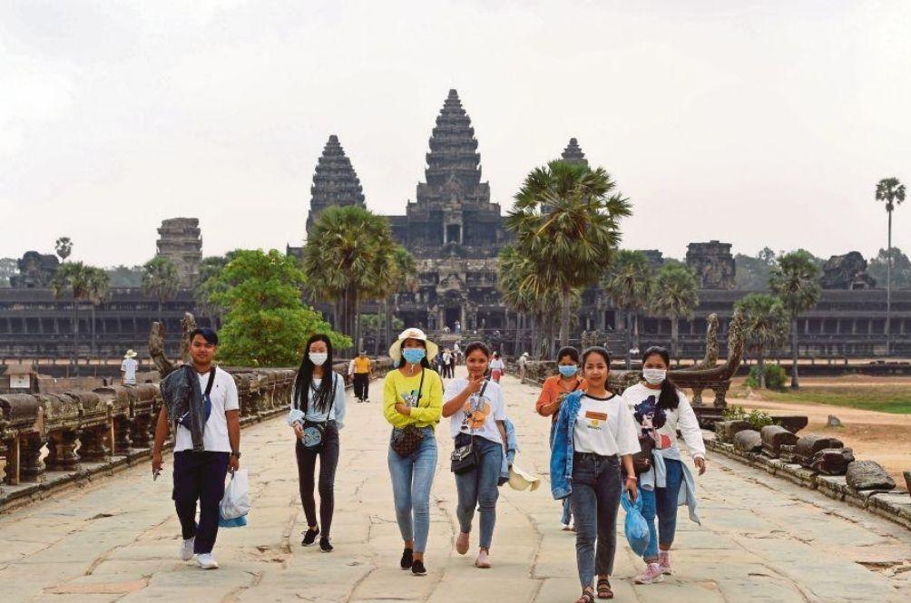 Жители Камбоджи рассказали, почему там не умирают от COVID-19