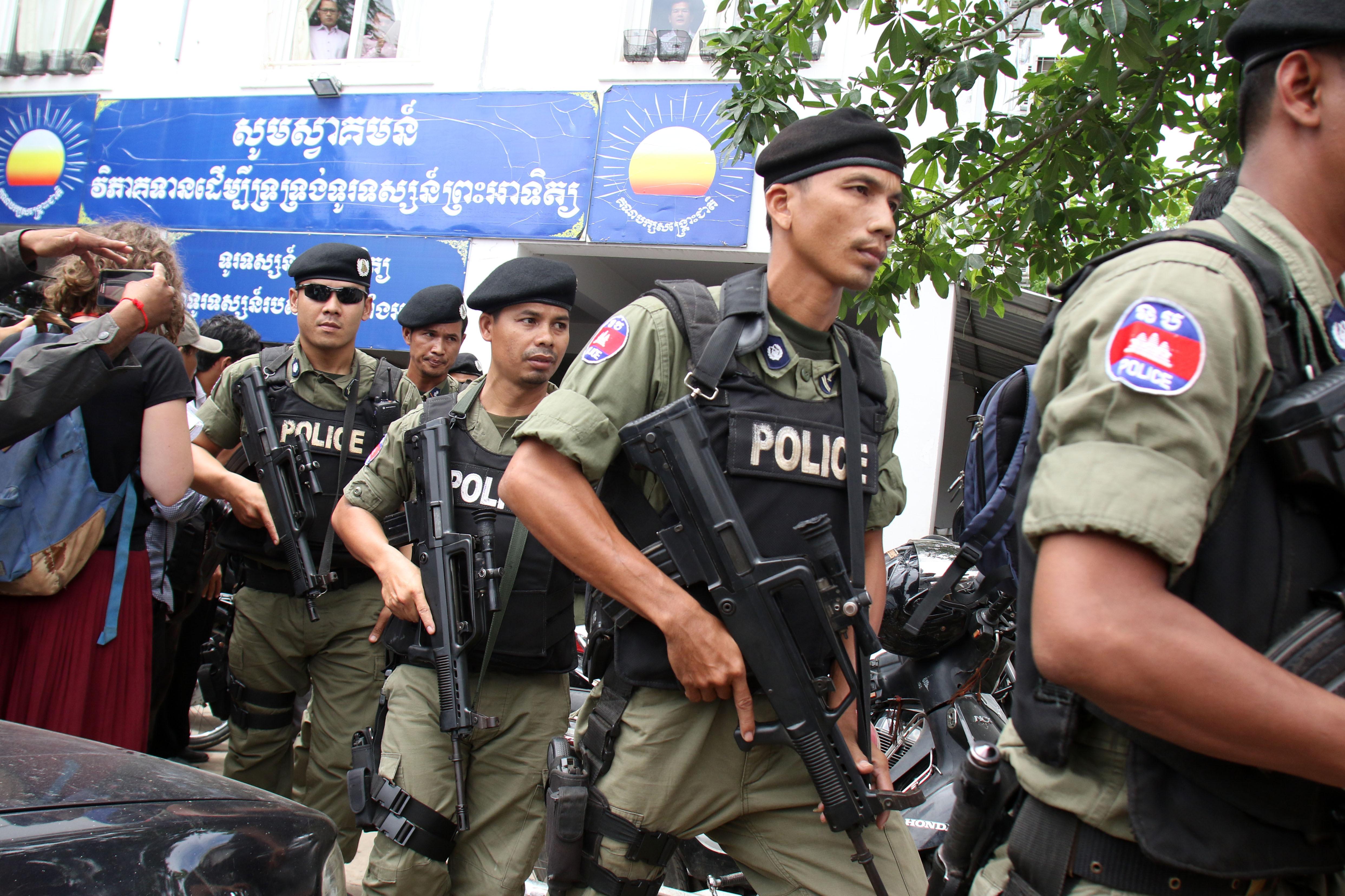 Переводчика из Камбоджи приговорили к двум годам за работу над фильмом для RT