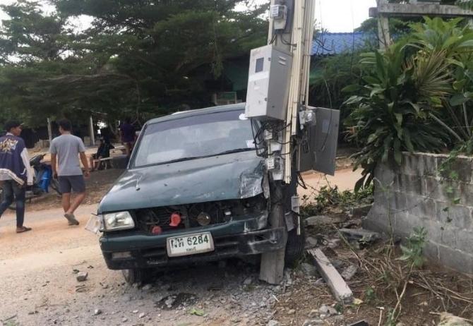 В Паттайе молодой водитель врезался в столб пытаясь скрыться с места аварии