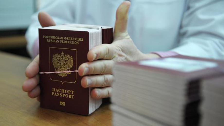 Ажиотажный спрос на загранпаспорта отметили в России