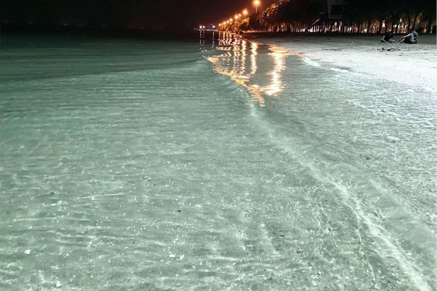 Кристально чистая вода пляжа Банг Саен
