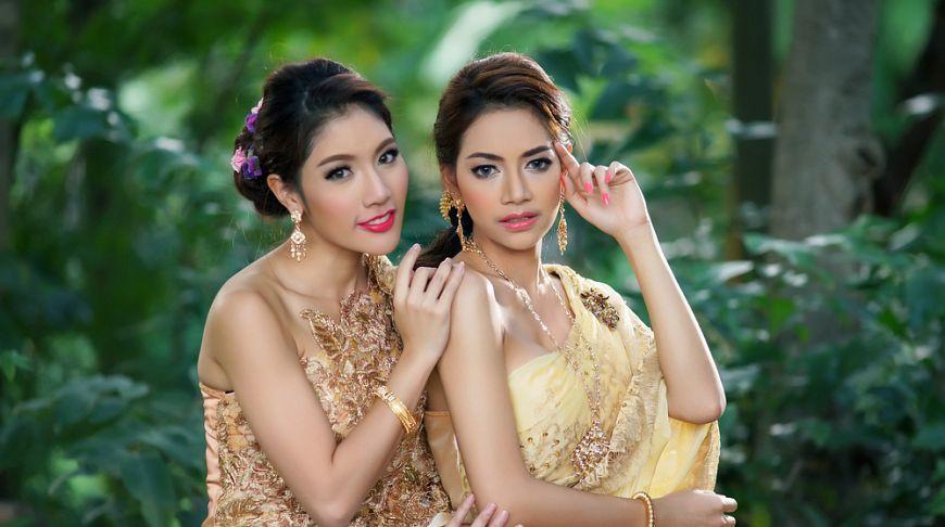 В Таиланде сотрудницы турфирмы извинились перед туристами и коллегами за «фейковые» улыбки