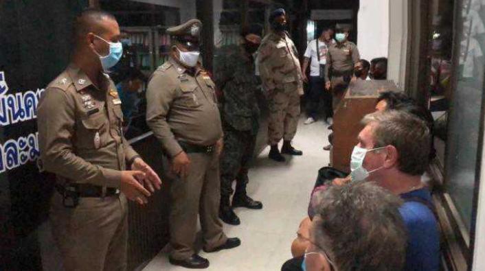 В Паттайе было арестовано восемь человек за нарушение чрезвычайного указа