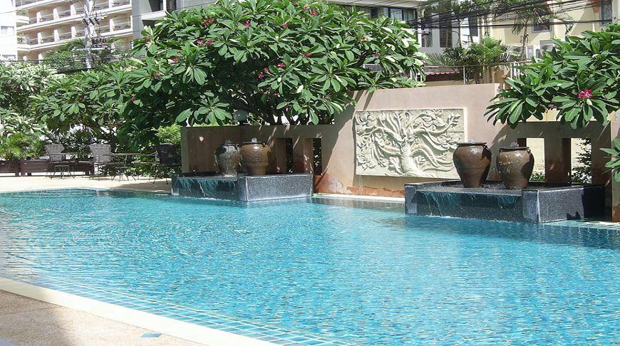 Crown Pattaya Beach Hotel, если хочется комфорта в сердце города